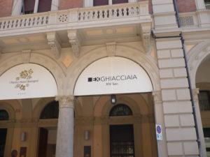 Foto 2  L'ingresso da cui si accede a una grande ghiacciaia costruita alcuni secoli fa a Bologna