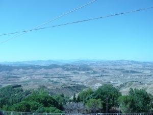 Foto 9 La valle sottostante il paese solitamente serena