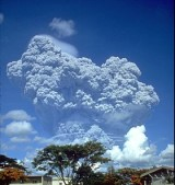 280px-Pinatubo91eruption_clark_air_base